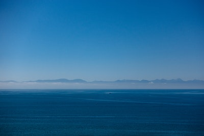 A view over the blue water of the Tasman Bay